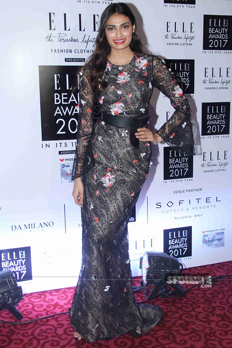 athiya shetty at elle beauty awards 2017