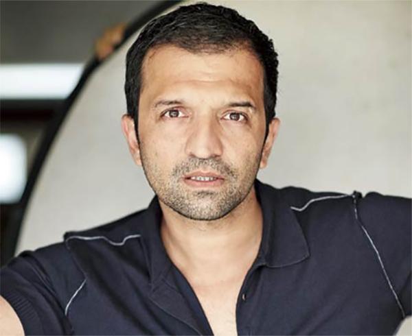 atul kasbekar producer of neerja movie