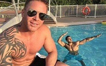 Ranveer goes skinny dipping...well almost!
