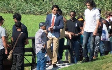 IN PICS: SRK Sports A Dapper Look On The Sets Of Imtiaz Ali's Next