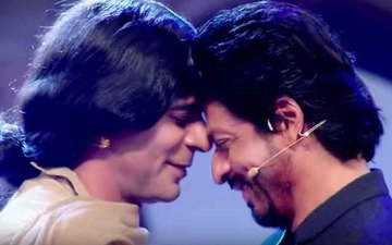 Check out SRK and Sunil Grover's crazy antics in The Kapil Sharma Show