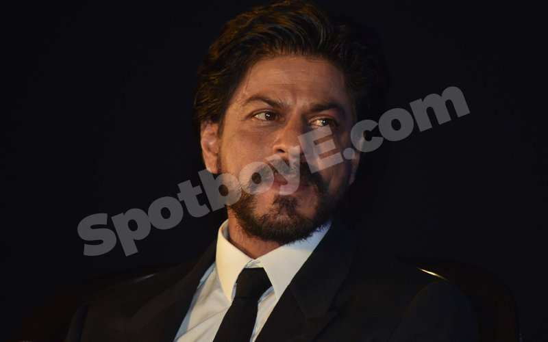 OMG! SRK is feeling unattractive and lonely!!