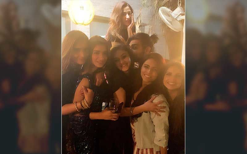 Bigg Boss 13: Madhurima, Vishal, Mahira, Shefali, Arti Put On Their Party Clothes; Here's An EPIC Pic From Their Wild Night