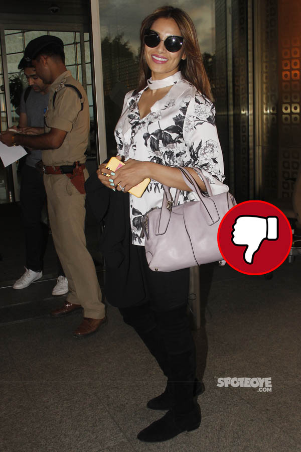 bipasha basu snapped at the mumbai airport