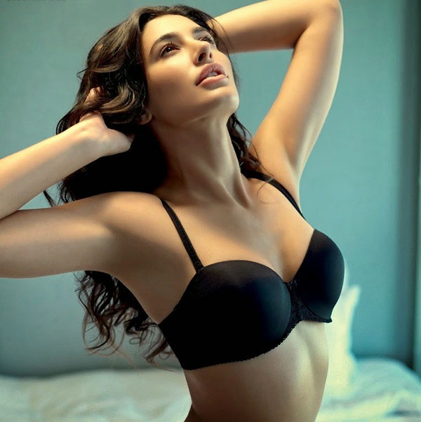 bold picture of nargis fakhri