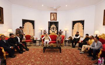 फिल्म इंडस्ट्री के एक प्रतिनिधिमंडल से मिले प्रधानमंत्री नरेंद्र मोदी, कई अहम मुद्दों पर हुई चर्चा