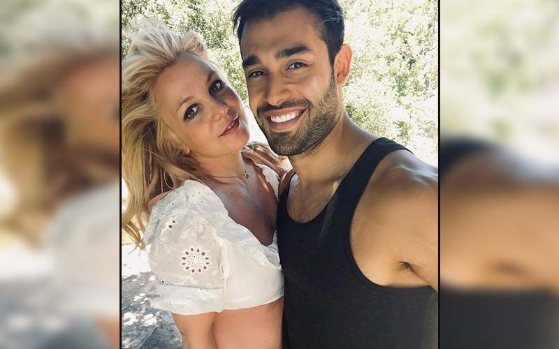 Popstar Britney Spears Announces Her Engagement To Longtime Boyfriend Sam Asghari; Pictures Of Lioness Engraved Ring Go VIRAL