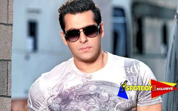 Salman defies Yash Raj's 'No Smoking' policy