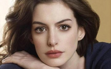Anne Hathaway mourns France terror attacks
