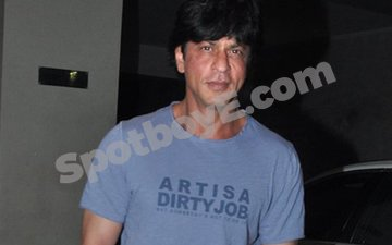 SRK's T-shirt has a very important message for you