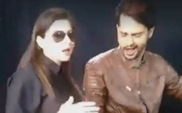 The gorgeous Kanika Kapoor tries the #MalhariWarrior dubsmash with Shardul Pandit