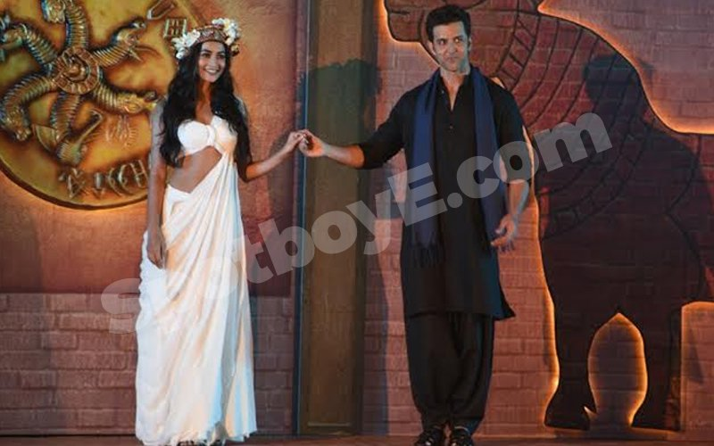 Hrithik introduces his Mohenjo Daro heroine Pooja Hegde