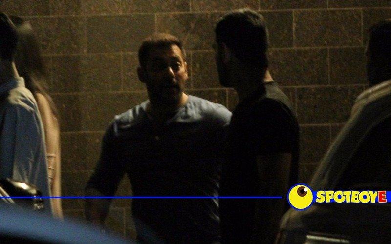Dhoni visits Salman