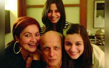Pooja, Shaheen & Alia Have The Sweetest B'Day Message For Papa Mahesh Bhatt