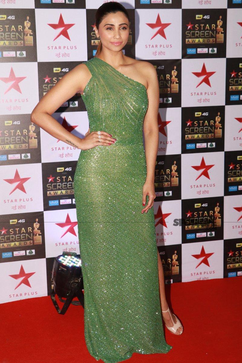 daisy shah at star screen awards