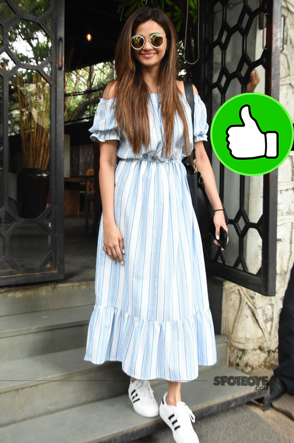 daisy shah snapped at the corner house