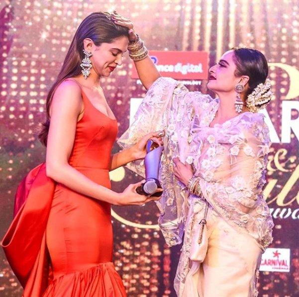 deepika padukone with rekha at filmfare glamour and style awards