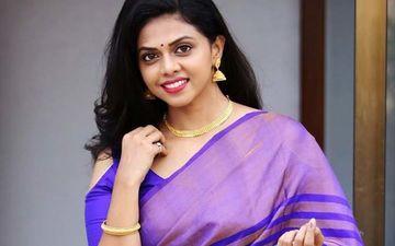 Chandra Aahe Sakshila Star Rutuja Bagwe Makes A Stunning Style Statement In Black