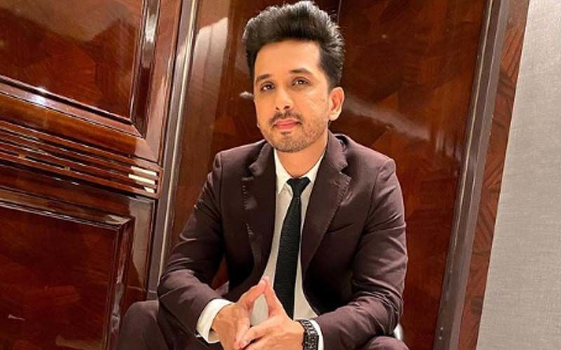 Abhijeet Khandkekar Enjoys The Spotlight On Stage As The Marathi Theatre Industry Gets Unlocked