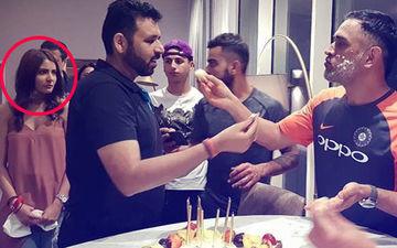 धोनी के जन्मदिन पर पहुंची अनुष्का शर्मा को देख आखिर क्यों लोग करने लगे उन्हें ट्रोल