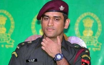 Disgraceful: Not So Warm Welcome For MS Dhoni; Kashmiri Crowd Chants 'Boom Boom Afridi'