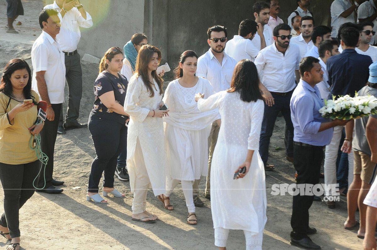 dia mirza at vinod khannas funeral