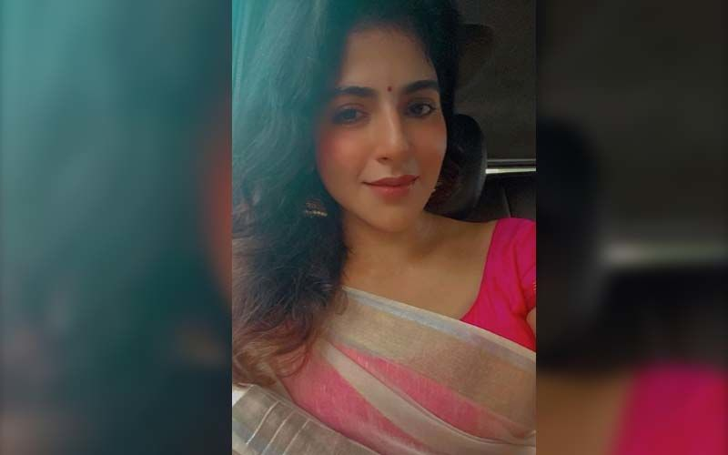 Iswarya Menon Flaunts Her Perfect Curves In A Mini Summer Dress On The Beach
