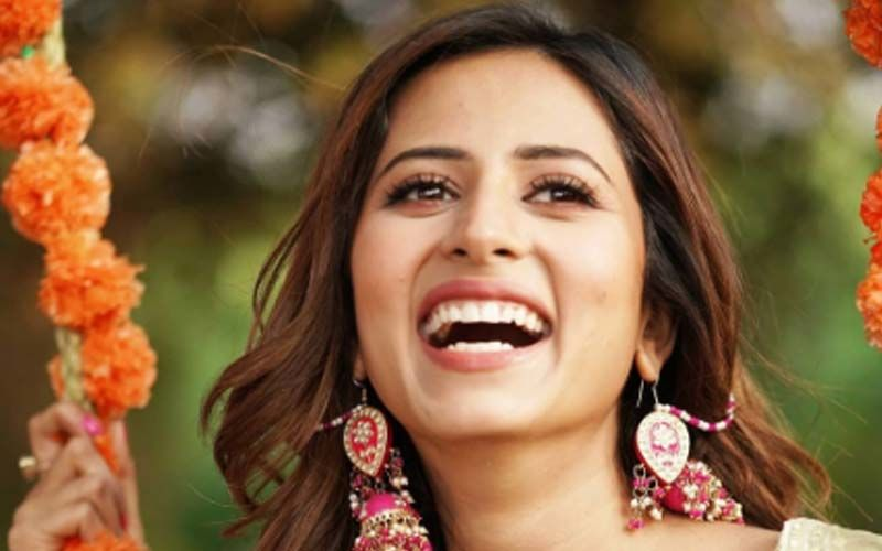 Sargun Mehta Latest Insta Pics Are All About Style And Smile; Can't Afford To Miss Them