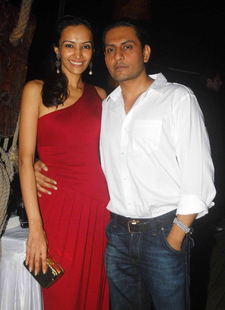 dipannita sharma with husband