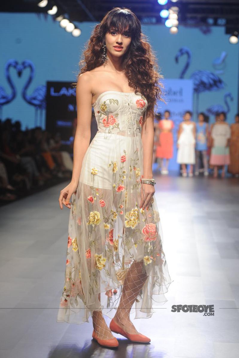 disha patani at lakme fashion week