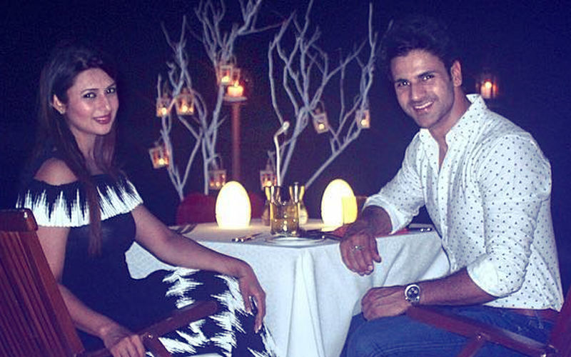 Divyanka Tripathi's Dream Date With Hubby Vivek Dahiya- Sea, Candle Lit Dinner & Love