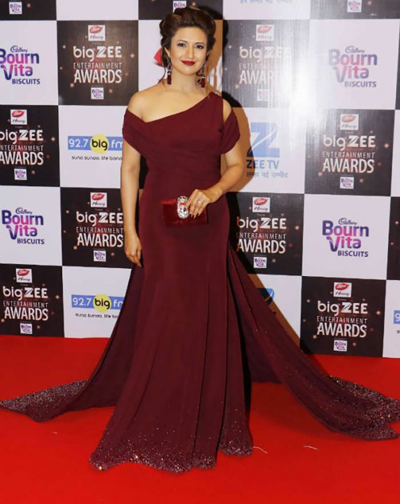 divyanka tripathi at big zee awards 2017