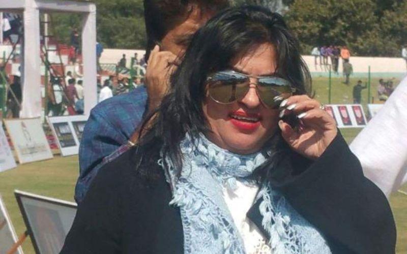 बिग बॉस की एक्स कंटेस्टेंट डॉली बिंद्रा ने एक शख्स पर लगाया कार के पीछा करने का आरोप, मामला हुआ दर्ज