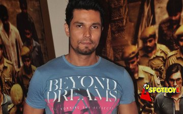 Randeep Hooda bids farewell to his Sarbjit look