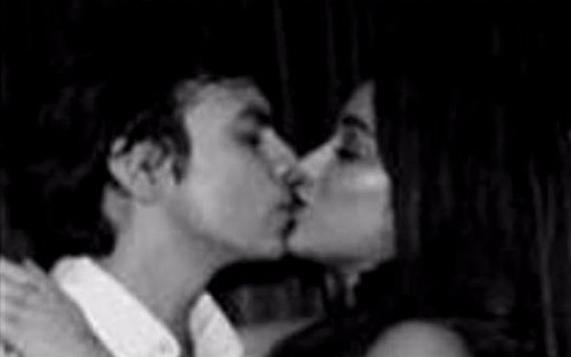 CAUGHT! Jhanvi in a Liplock with her Boyfriend Shikhar Pahariya