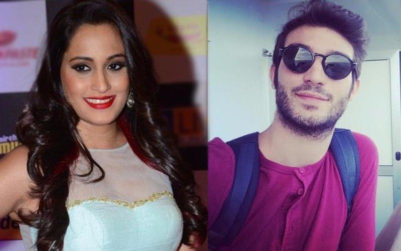 Singer Shweta Pandit gets engaged to her Italian boyfriend