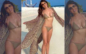 Elizabeth Hurley Shows Off Her Envious Bikini Body At 54; Netizens Go 'Wowww'