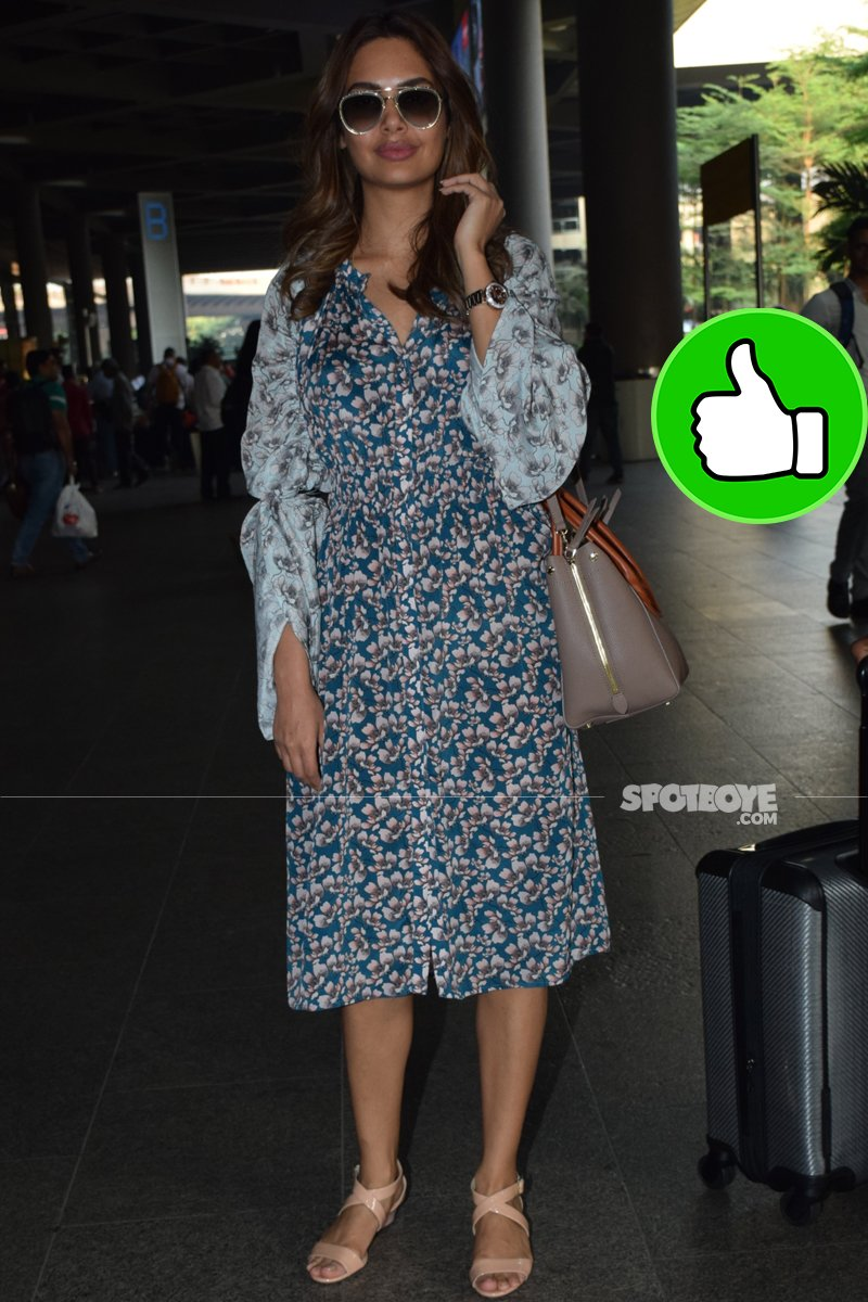 esha gupta at the airport