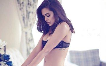 Esha Gupta's Instagram Account Hacked; Actress Fires Her Social Media Agency