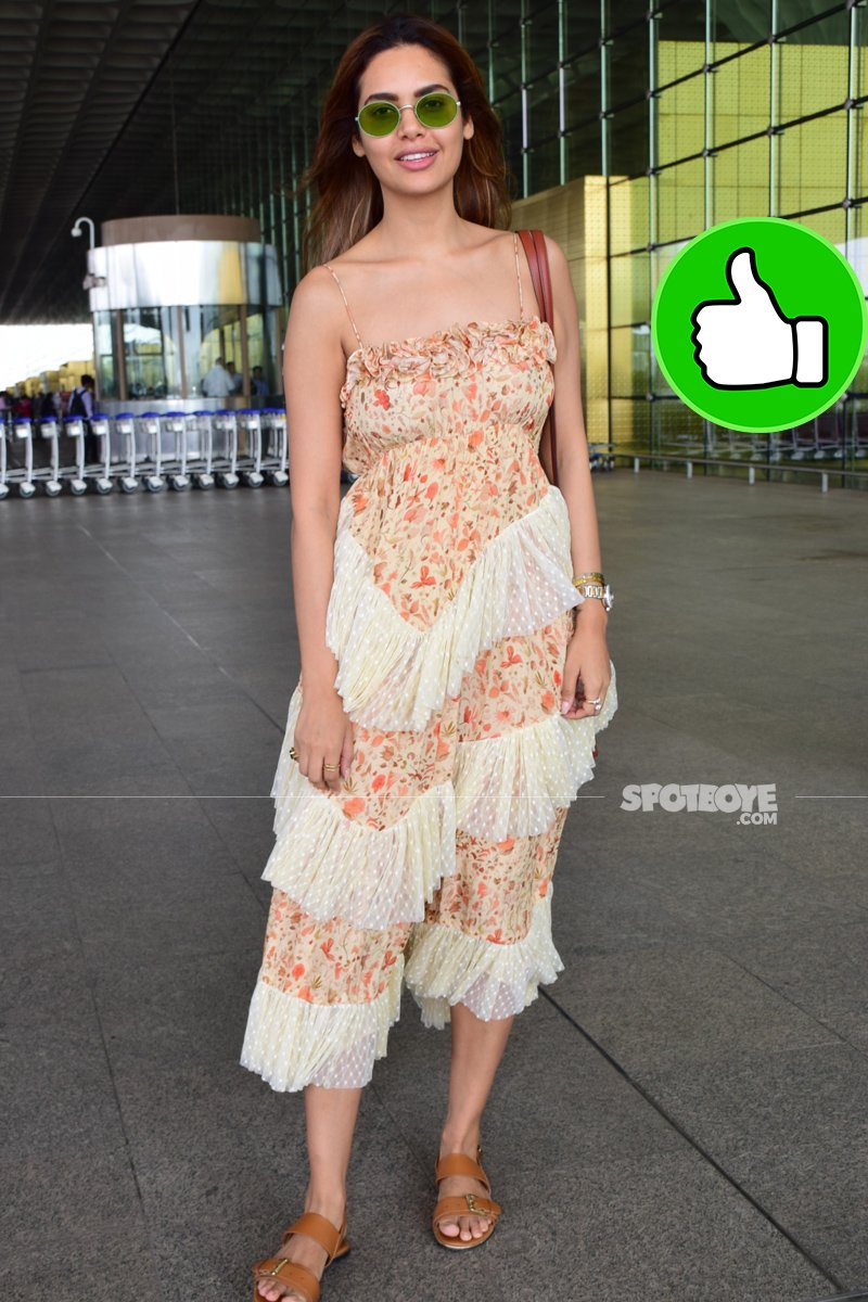 esha gupta spotted at the airport