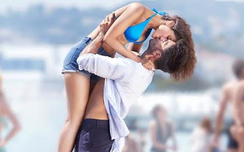 Ranveer-Vaani caught smooching on a beach