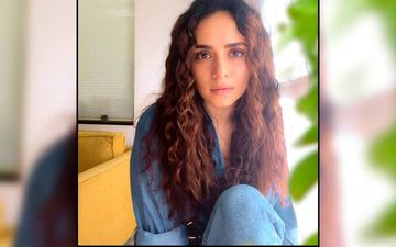Amruta Khanvilkar Tries Her Hand At The Keyboard And Sings For Her Fans