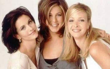 FRIENDS Mini Reunion: Courteney Cox, Lisa Kudrow Support Jennifer Aniston At The Awards
