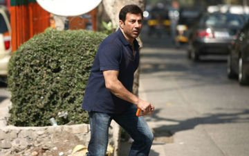Sunny Deol Won't Shoot In A Crowded Street