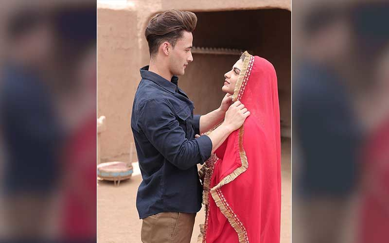 Bigg Boss 13's Former Contestants Asim Riaz And Himanshi Khurana Paint For An Adorable Picture Together – See Pic Inside