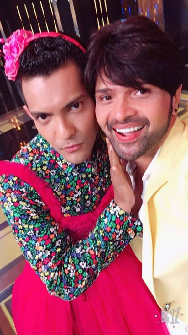 himesh reshammiya nd aditya narayan on the sets of sa re ga ma pa lil champs