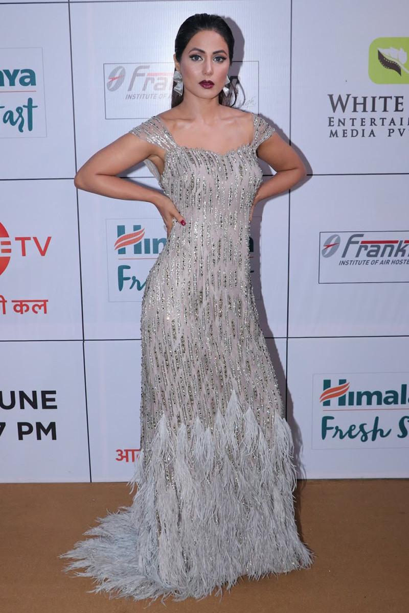 hina khan at gold awards 2018