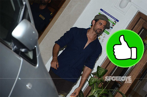 hrithik roshan looks dapper in casuals post dinner with twinkle khanna and sussanne khan