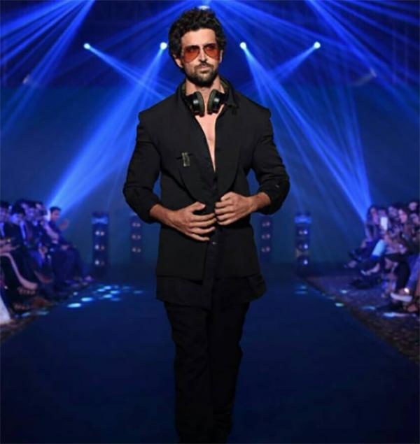 hrithik roshan walks the ramp for fashion designer nikhil thampi