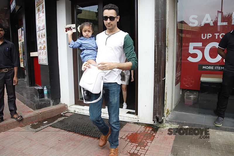imraan khan snapped with daughter